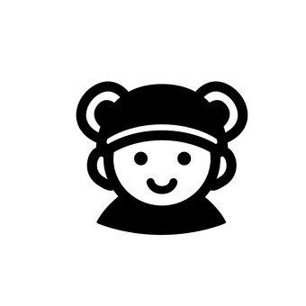 곰 귀 모자를 쓴 아기